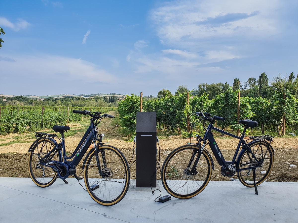 cicloturismo in e-bike - colonnina-di-ricarica-ebike
