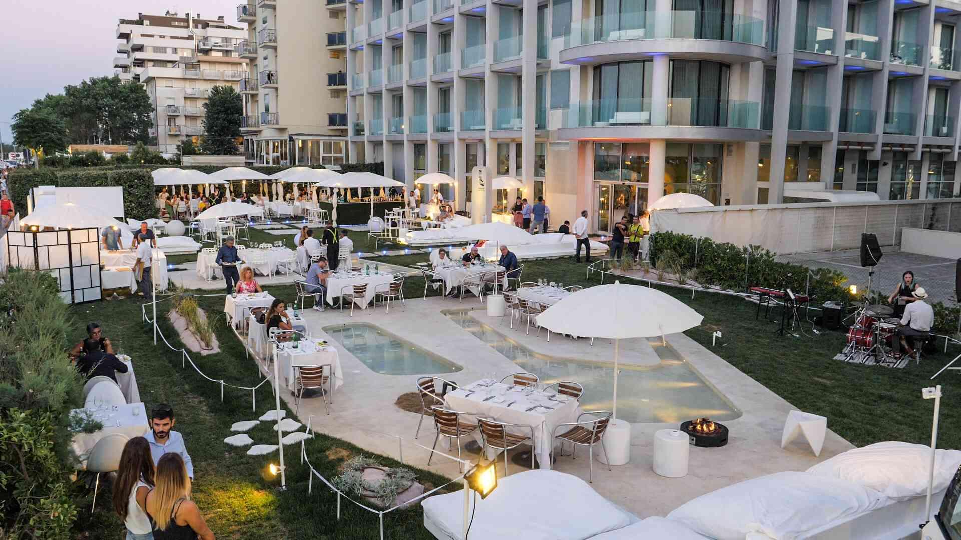 EVIDENZA_Piscina_Isuite Hotel