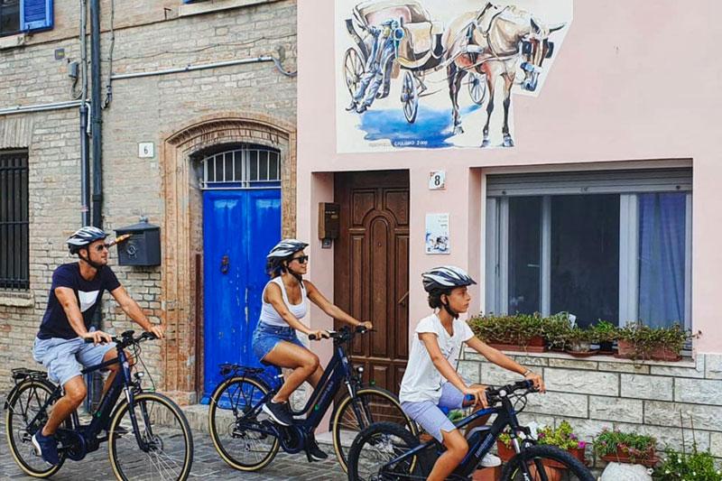 le-15-cose-da-vedere-a-rimini-in-bicicletta---famiglia-in-bici-al-borgo