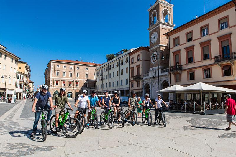 le-15-cose-da-vedere-a-rimini-in-bicicletta---piazza-tre-martiri