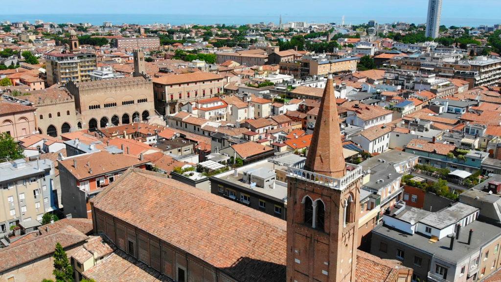 il-campanile-della-chiesa-di-santagostino-a-rimini